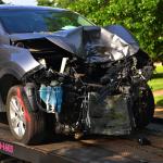Imagen que contiene coche, grúa, arboles